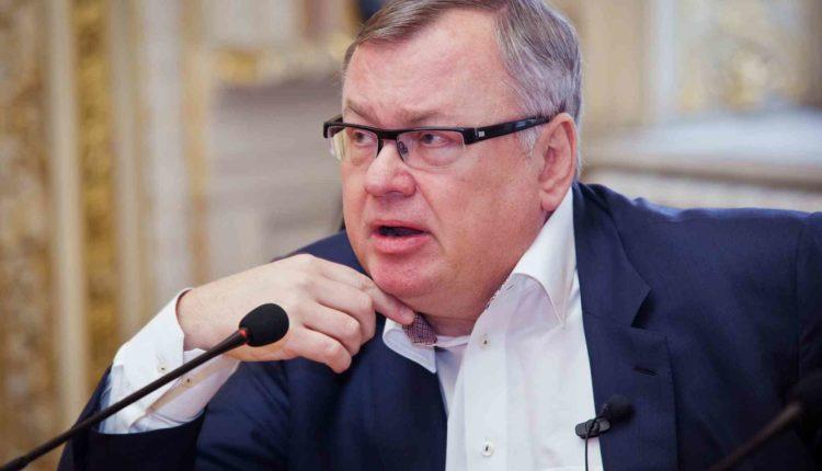 Госбанкир Костин назвал помощь населению в условиях кризиса «проеданием средств»