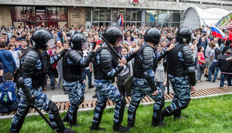 Столичных силовиков «кинули» на деньги за разгон митингов