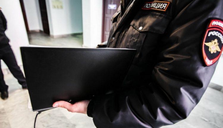 «Пинала по ногам и в живот». Жительница Челябинска предстанет перед судом за избиение следователей в ходе обыска