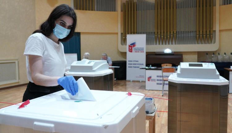 ВЦИОМ обнародовал данные экзитполов на голосовании по поправкам к Конституции