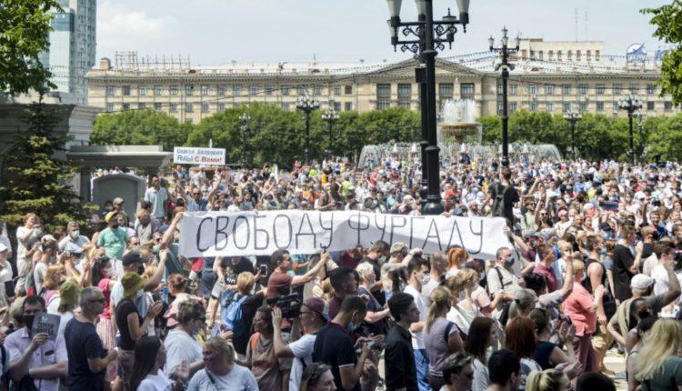 Хабаровчане вновь вышли на улицу, протестуя против нового главы региона Дегтярева