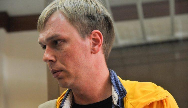 Иван Голунов через суд потребовал 5 млн рублей с полицейских, которые сфабриковали его дело