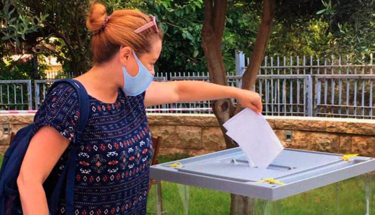 В отношении россиянки, которая три раза проголосовала в Израиле по поправкам к Конституции, возбудили уголовное дело