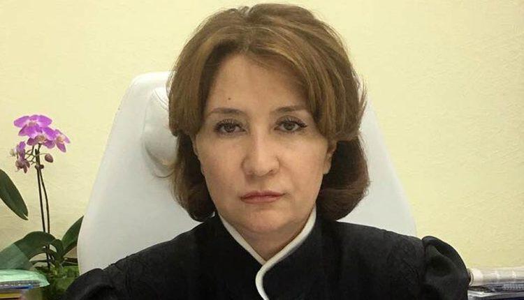 «Золотая судья» Елена Хахалева хочет вернуть себе мантию через Верховный суд