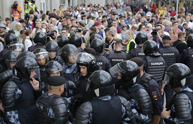 Власти потратят 21 млрд рублей на «антимитинговые» доплаты полиции и Росгвардии