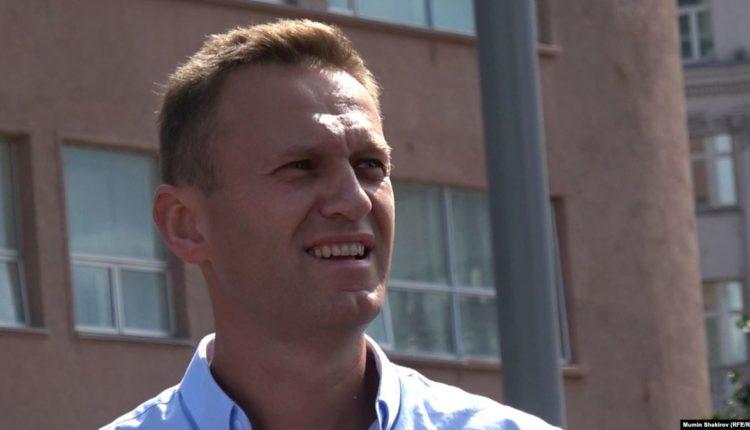 Кремлевские чиновники получали результаты анализов Навального и передавали их посторонним