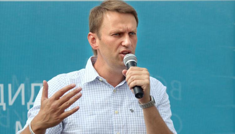 Врач Навального заявил, что политика нужно срочно эвакуировать в Европу