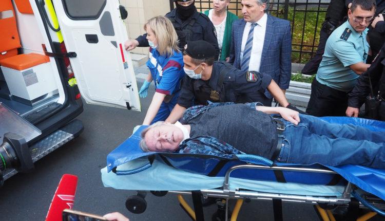 У актера Ефремова, которого увезли в реанимацию из суда, официально диагностировали инсульт