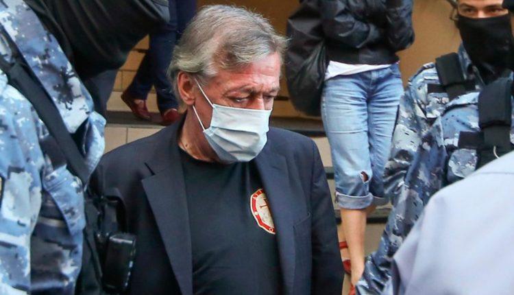 Адвокат: Михаил Ефремов не находился за рулем автомобиля во время ДТП