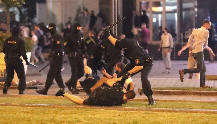 Высокопоставленный белорусский чиновник ушел в отставку из-за жестокости силовиков по отношению к протестующим. ВИДЕО