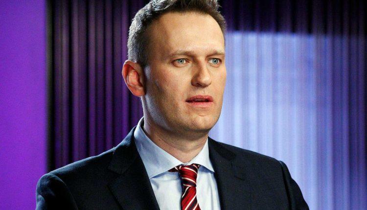 Алексей Навальный выживет, но будет недееспособен как политик в ближайшие месяцы