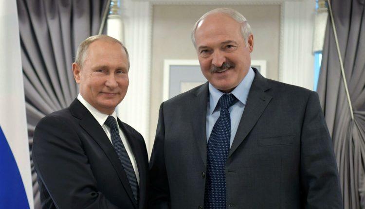 Путин пообещал подарить Лукашенко 1,5 миллиарда долларов «в этот сложный момент»