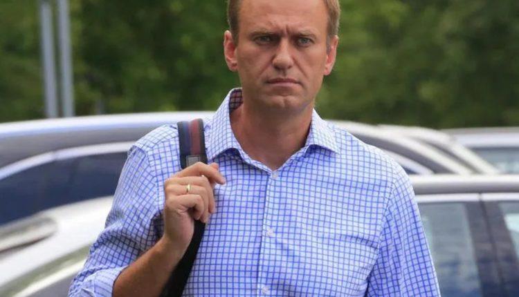 Немецкие специалисты обнаружили следы «Новичка» в крови и моче, а еще на коже и бутылке, из которой пил Навальный