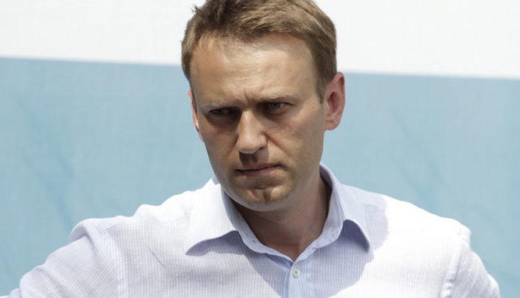 Диеты, стресс, перегрев на солнце, отсутствие завтрака: новые версии о случившемся с Навальным от омского врача