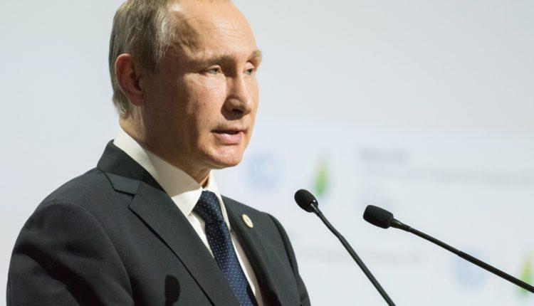 Путин увеличил зарплаты глав силовых ведомств и чиновников