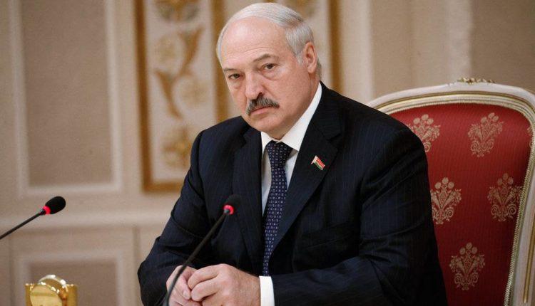 Лукашенко указал Макрону на возможные проблемы с женой из-за его внимания к Тихановской