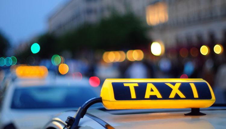 Агрегаторы такси готовы взять на себя часть расходов за ДТП, но не хотят устанавливать таксометры