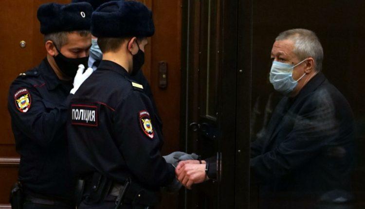 Потерпевшие по делу Ефремова отзовут свои иски к актеру. Им выплатят 2,4 миллиона рублей