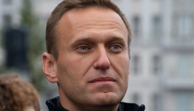 Навальный предложил европейским странам вводить санкции против близких к Кремлю олигархов, а не всего населения России