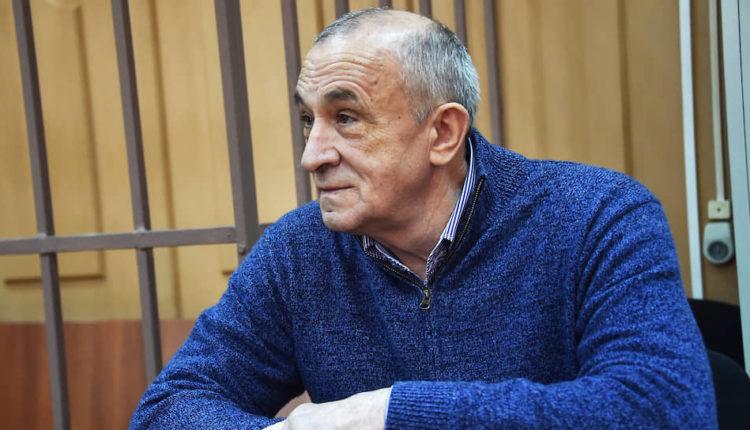 Суд приговорил бывшего главу Удмуртии к 10 годам тюрьмы и огромному штрафу