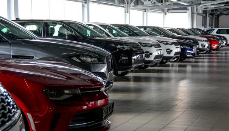В России из-за девальвации рубля автомобили подорожали до 15%