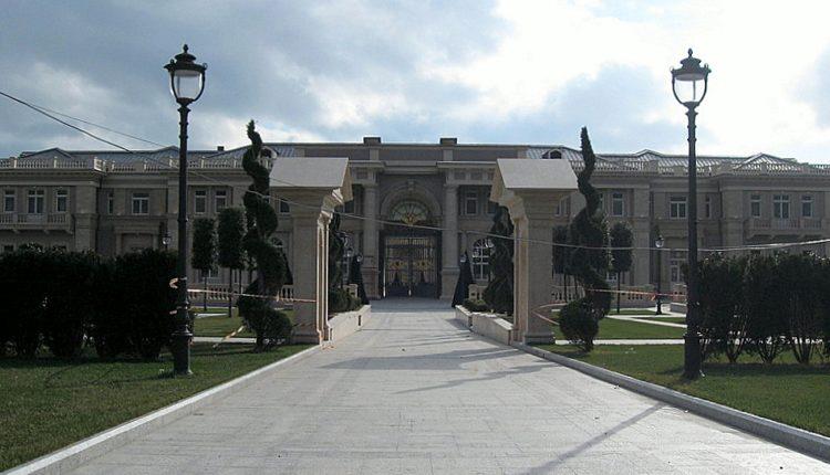Инвалиды обратились в суд из-за роскошного «дворца Путина» в Геленджике