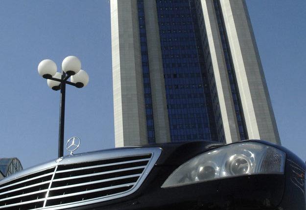 «Газпром» купит пять Mercedes-Benz за 27,8 млн рублей