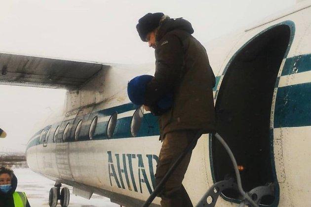 Губернатор Забайкальского края Александр Осипов «угнал» рейсовый самолет. Пассажиры не могли улететь в течение четырех часов