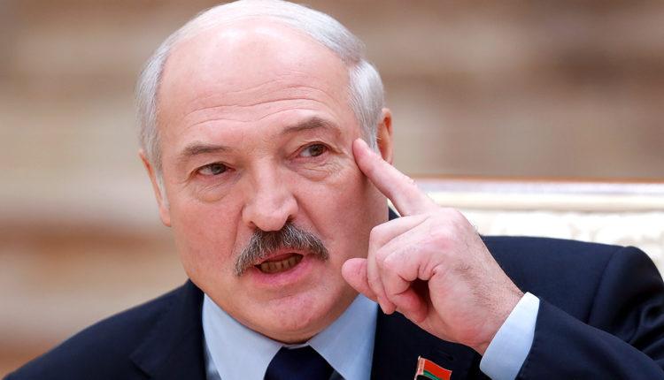 Лукашенко заявил, что покинет пост президента Белоруссии после принятия новой Конституции