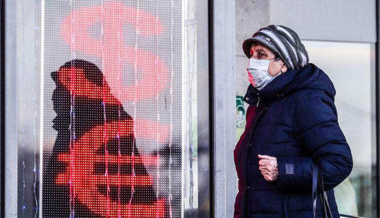 Почти половина россиян готовы забрать свои накопления из банков