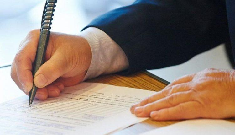 Чиновникам упростят получение субсидий на жилье и пенсии