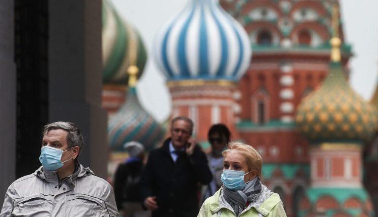 Власти Москвы закрыли ночные клубы и перевели студентов на дистанционное обучение