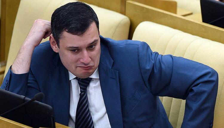 Статья о красных трусах депутата Госдумы Хинштейна удалена по требованию Роскомнадзора