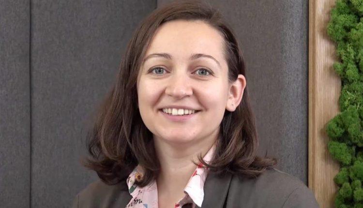 Дочь Кириенко показала справку из МВД об истекшем виде на жительство во Франции