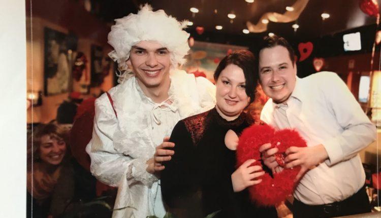 Супругов из Калининграда попросили приговорить к длительным срокам за фотографию чекиста на свадьбе