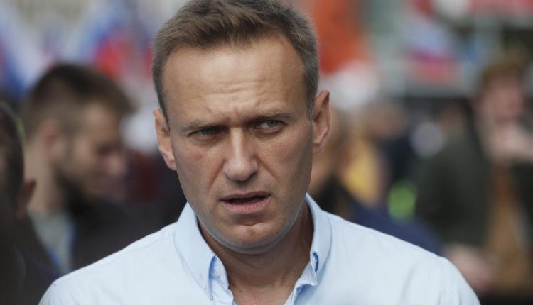 «Мне плевать на ваши угрозы». Навальный обратился к Путину после того, как его начали проверять на экстремизм