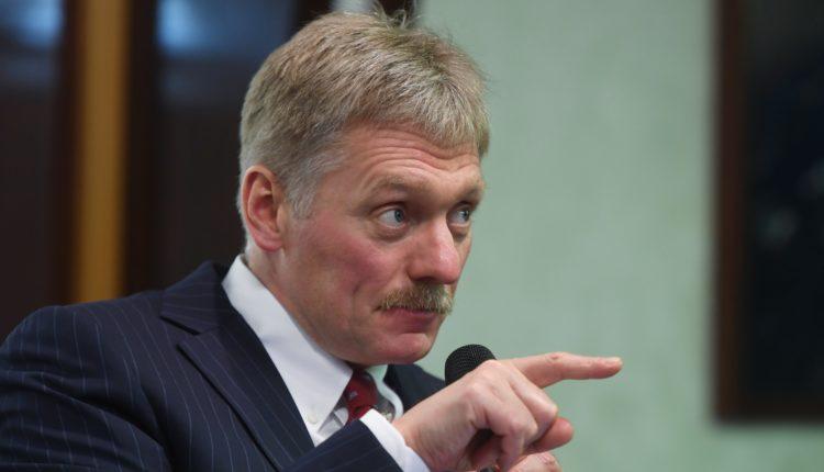 В Кремле рассказали, почему спецслужбы следят за Навальным