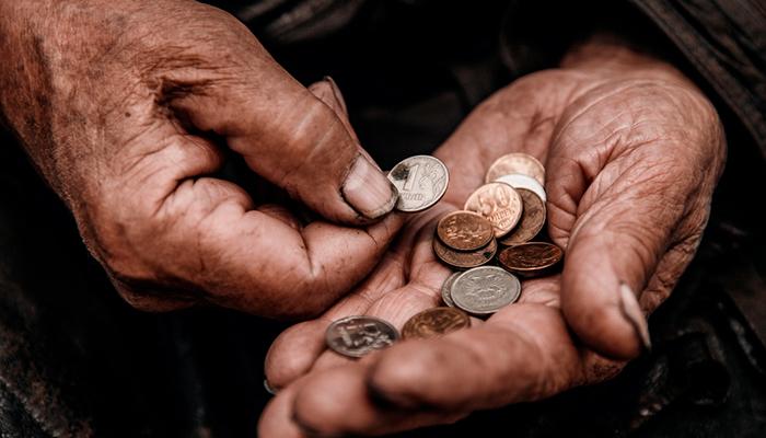 Власти проваливают работу по сокращению бедности в России. Целевые показатели президентского нацпроекта могут оказаться недостижимыми