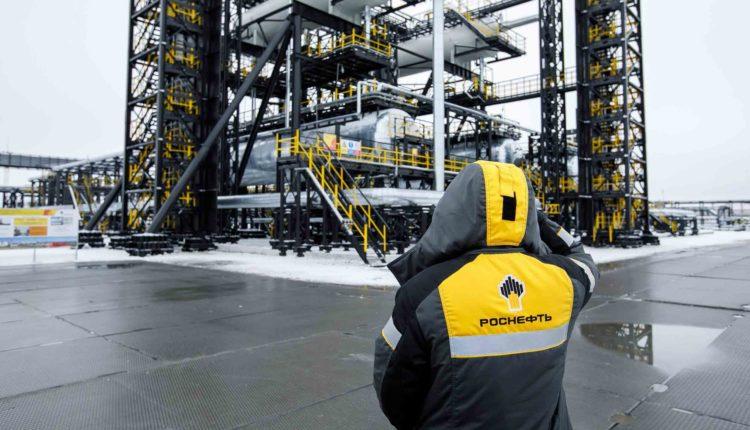 Сотрудники месторождения «Роснефти» объявили забастовку из-за невыплаты зарплат