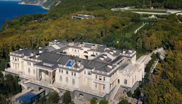Россия обвинила Германию в «пособничестве» Навальному при съемках фильма о «дворце Путина»