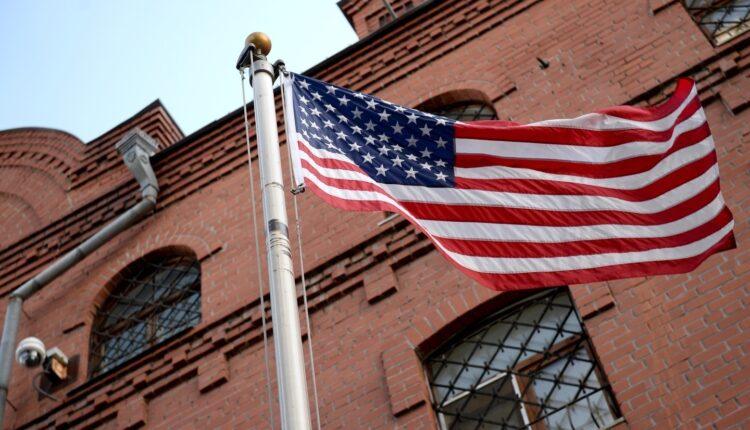 Отныне получить американскую визу в России можно будет только в московском посольстве