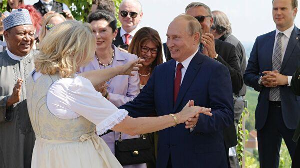 Экс-глава МИД Австрии Карин Кнайсль, на свадьбу которой приезжал Путин, вошла в совет директоров «Роснефти»