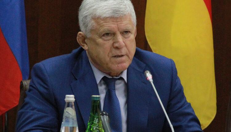 Угрожавший подкинуть оппонентам наркотики спикер дагестанского парламента решил уйти в отставку